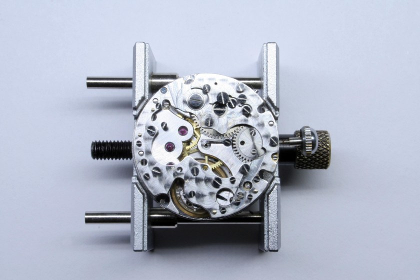 Pre-assembly of the 95M chronograph module