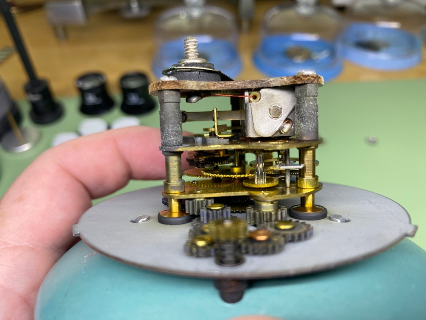 Side view of the Borg clock movement